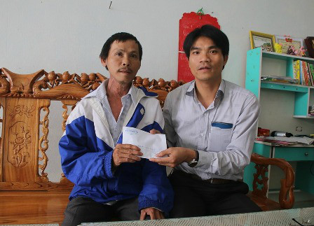 Trao 50 trieu dong cho cac gia dinh liet sy, chien sy Truong Sa - Anh 2