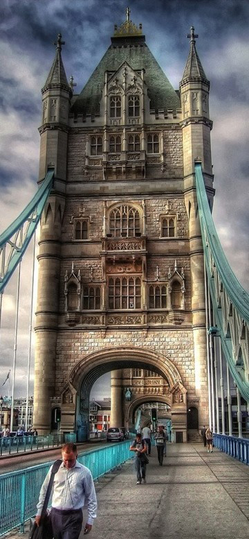 Tower Bridge (Cầu tháp) ở London, Anh